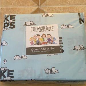 Berkshire Peanuts ( I LIKE NAPS ) Queen Sheet Set.